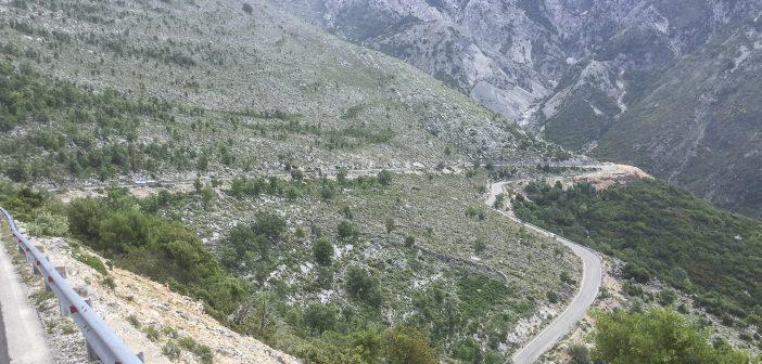 Verhaltensregeln auf schmalen Bergstrassen